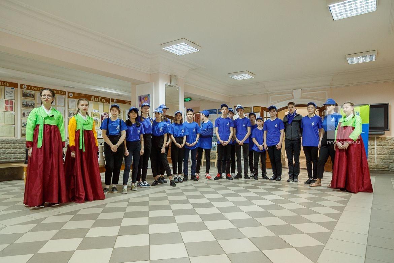 Одна школа – одна страна (One School – One Country) – образовательная программа по повышению престижа рабочих профессий, совершенствованию профориентации и культурного обмена