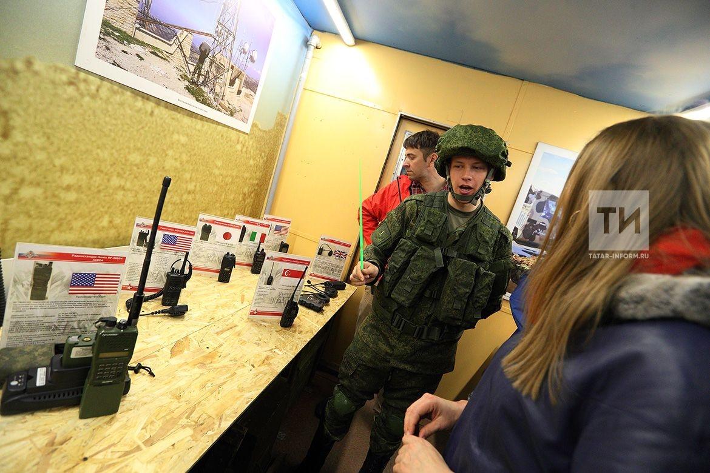 Побывавший сегодня в Казани в рамках акции «Сирийский перелом» поезд с захваченной у боевиков техникой побил рекорд по посещаемости. Представленные экспонаты осмотрели более 38 тыс. человек, из-за большого количества зрителей время остановки пришлось увеличить с двух часов до четырех.