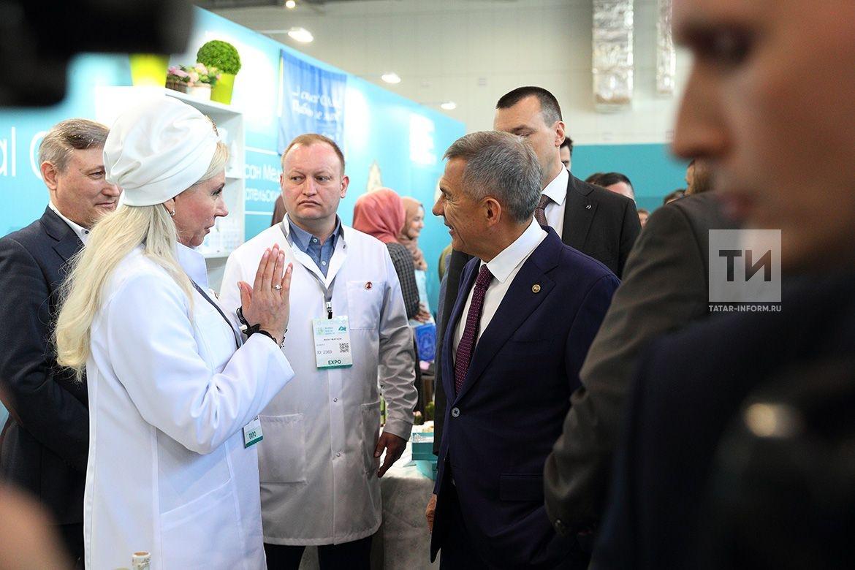 Президент Татарстана Рустам Минниханов посетил выставку Russia Halal Expo 2019, организованную в рамках Международного экономического саммита «Россия — �сламский мир: KazanSummit 2019»