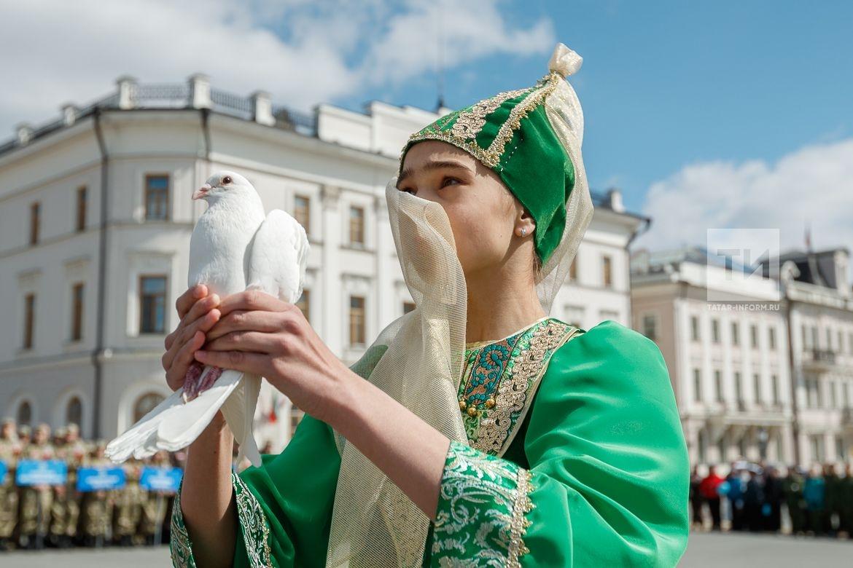 Торжественное открытие сбора возле стен Казанского Кремля у памятника Мусе Джалилю